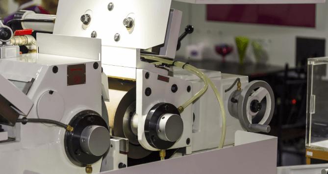 Centerless Grinder Machine