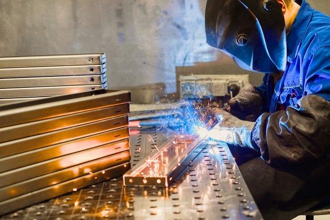 Semi-automatic welding machine